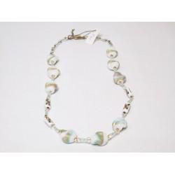 Biały naszyjnik z barwnymi akcentami handmade